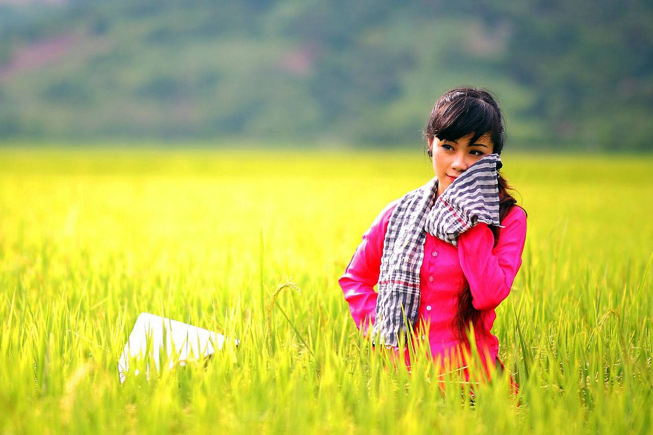 Girl in Wheat Filed 1280×853