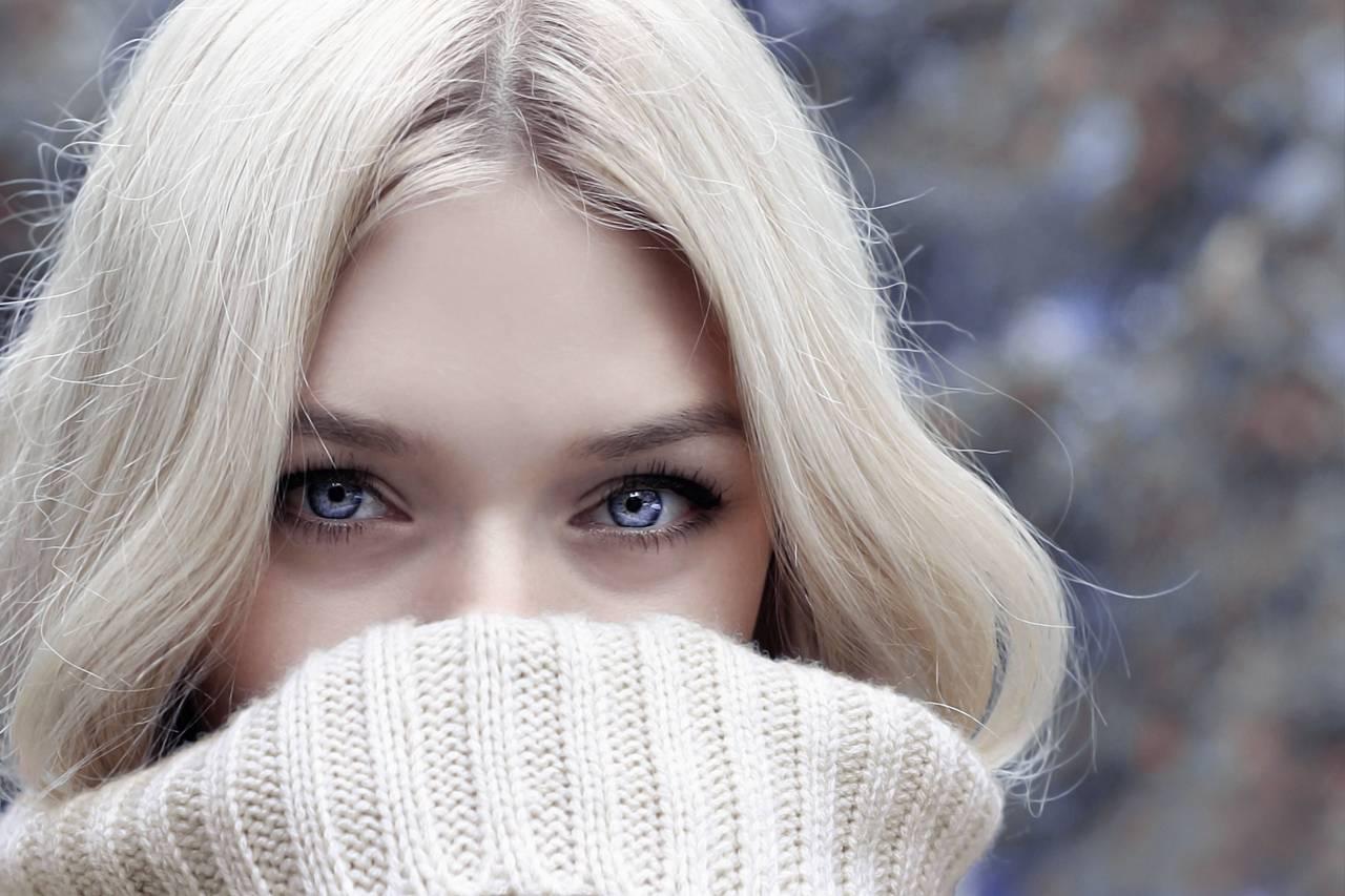 Woman Pretty Eyes Sweater 1280×853